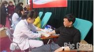 Gần 700 người tình nguyện hiến máu