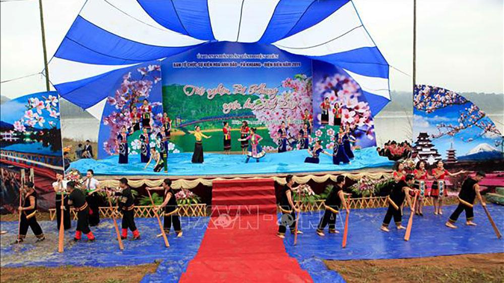 Hoa Anh Đào, Pá Khoang, thu hút du khách