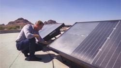 Tạo ra nước uống từ pin năng lượng mặt trời