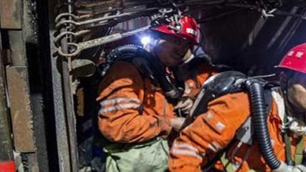 19 người, thiệt mạng, 2 người, mắc kẹt, vụ sập mái mỏ than ở Trung Quốc