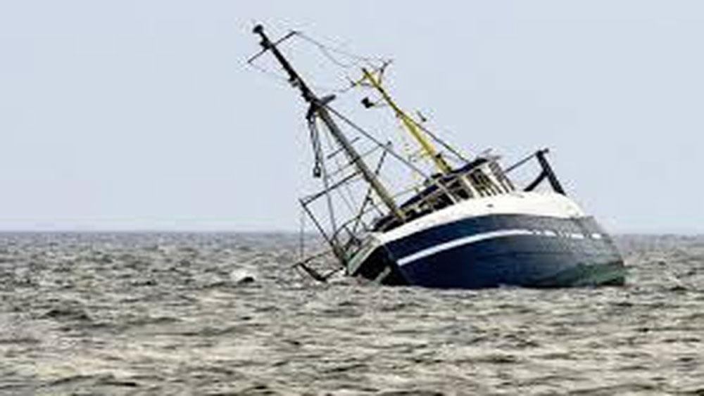 Một tàu cá Bình Thuận bị chìm, hai ngư dân, mất tích,