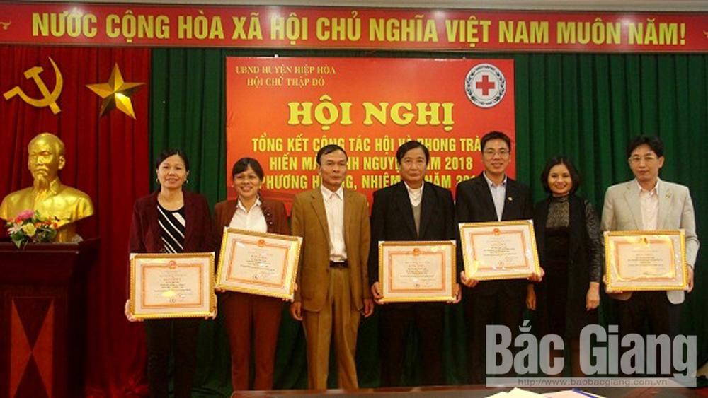 Hội Chữ thập đỏ huyện Hiệp Hòa tổ chức nhiều hoạt động quan tâm đến gia đình khó khăn, hộ nghèo