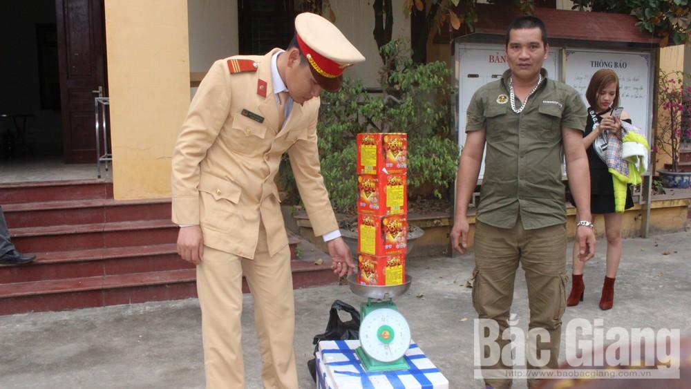 Cảnh sát giao thông Lục Nam bắt pháo lậu