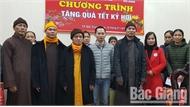Tập đoàn Vingroup tặng quà Tết cho người nghèo