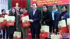 Bộ trưởng Bộ Giáo dục và Đào tạo Phùng Xuân Nhạ chúc Tết tại Bắc Giang