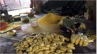 Trộn lưu huỳnh vào riềng xay để bán