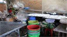 Phát hiện hơn 2 tấn bún cũ, bún thải trộn hóa chất bán ra thị trường