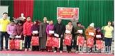 Sơn Động: Tặng quà cho hộ nghèo, học sinh