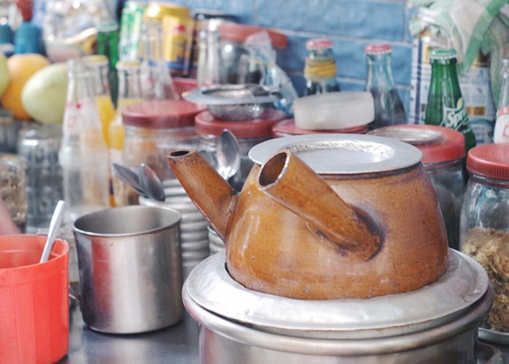 Chinese coffee, baguette, Saigon,  distinctive brew, coffee styles, unique way,  braised coffee, signature bread