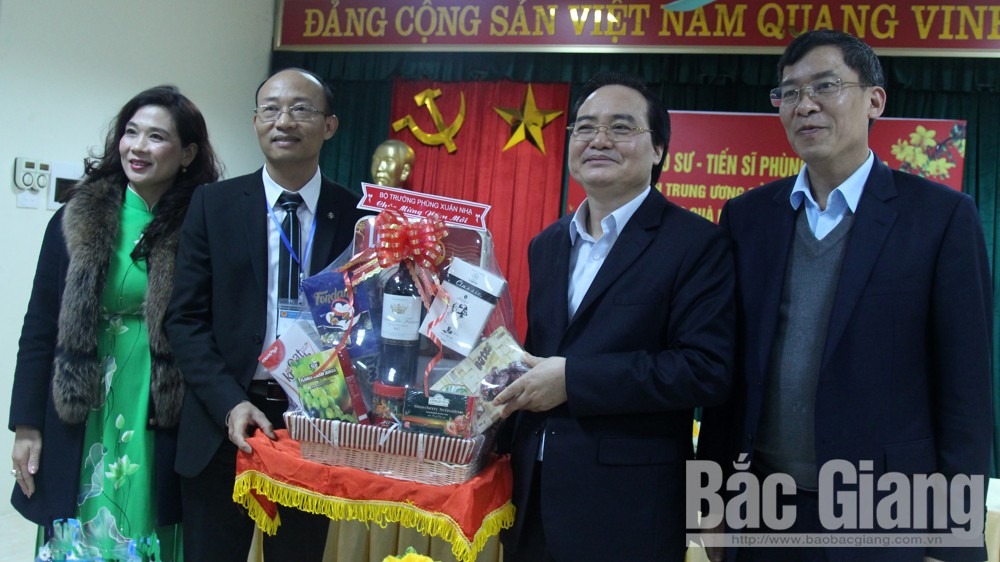 MoET Minister, Phung Xuan Nha, Tet Greetings, Bac Giang province, educational sector, upcoming Lunar New Year, outstanding results, cultural knowledge,  moral education, living skill training
