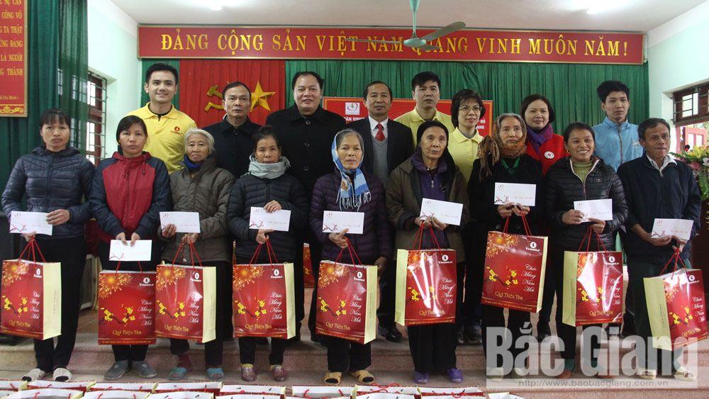 Quỹ Thiện Tâm, Tập đoàn Vingroup trao tặng 400 suất quà cho hộ nghèo tại Hiệp Hòa