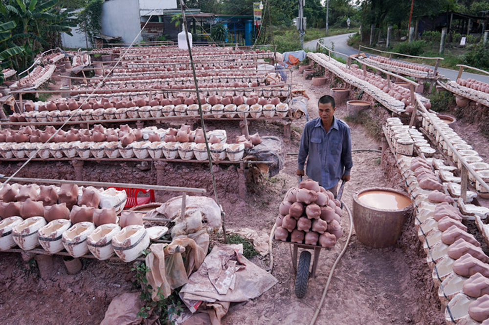 Thousands of piggybanks, Year of the Pig, zodiac animal, piggybank potters, Tan Vinh Hiep Commune, pigs' eyes, bright and lucky year