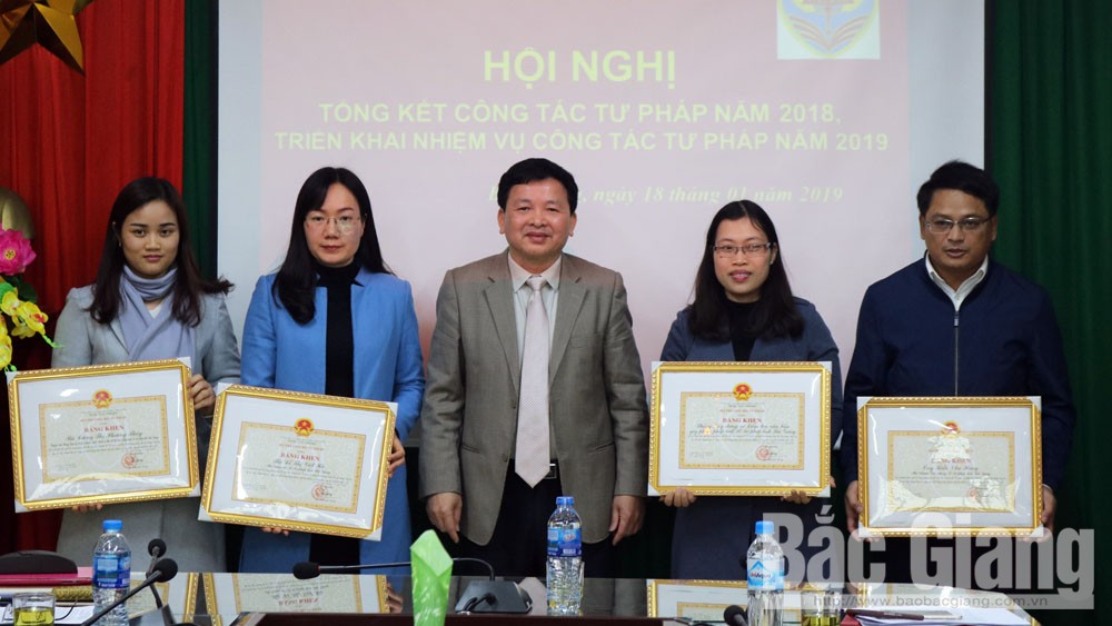 Sở Tư pháp Bắc Giang được Bộ Tư pháp tặng Cờ thi đua xuất sắc năm 2018