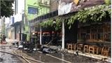 Dập tắt vụ cháy trên đường Nguyễn Văn Huyên, Hà Nội