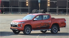 Mitsubishi Triton 2019 giá từ 730 triệu - nỗ lực lấy khách của Ford Ranger