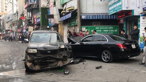 Ôtô đi tốc độ cao, đâm người đi bộ trên phố Ngọc Khánh