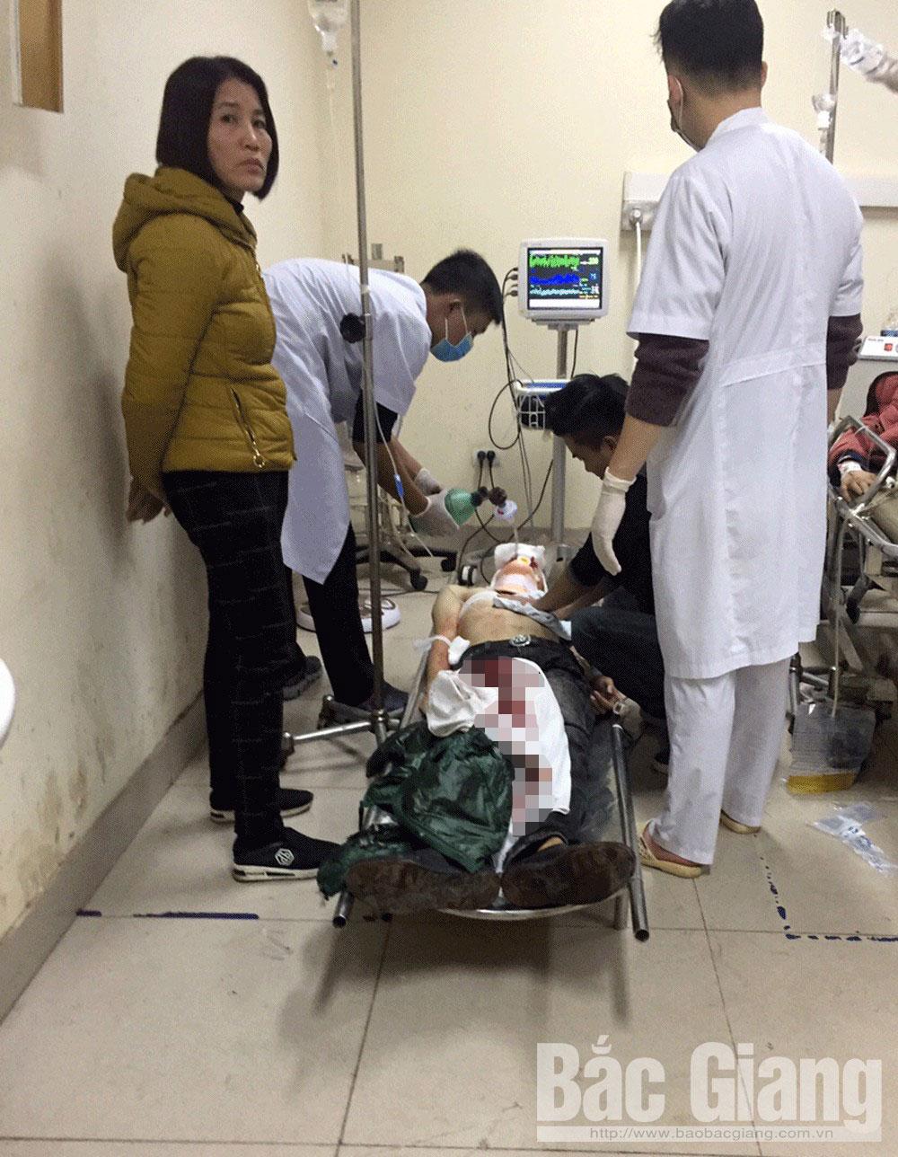 N.ạn nhân được c.ấp cứu tại Bệnh viện Đa khoa tỉnh.