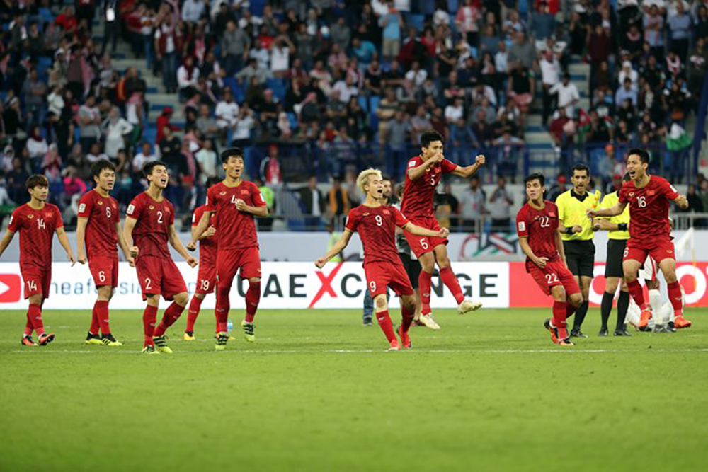 Vietnam, AFC Asian Cup 2019, quarterfinals, ongoing football tourney, breath-taking shootout, United Arab Emirates, excellent performance, famous sports media, goalie Dang Van Lam, defender Bui Tien Dung