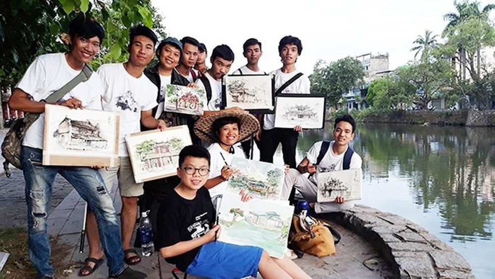 Group keep memories of Hanoi alive through sketches