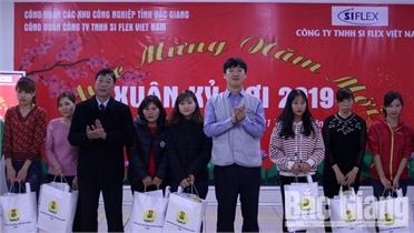 Bí thư Tỉnh ủy Bùi Văn Hải tặng quà Tết doanh nghiệp và công nhân khó khăn