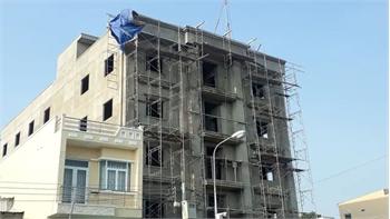 3 công nhân rơi từ tòa nhà đang xây, 2 người tử vong