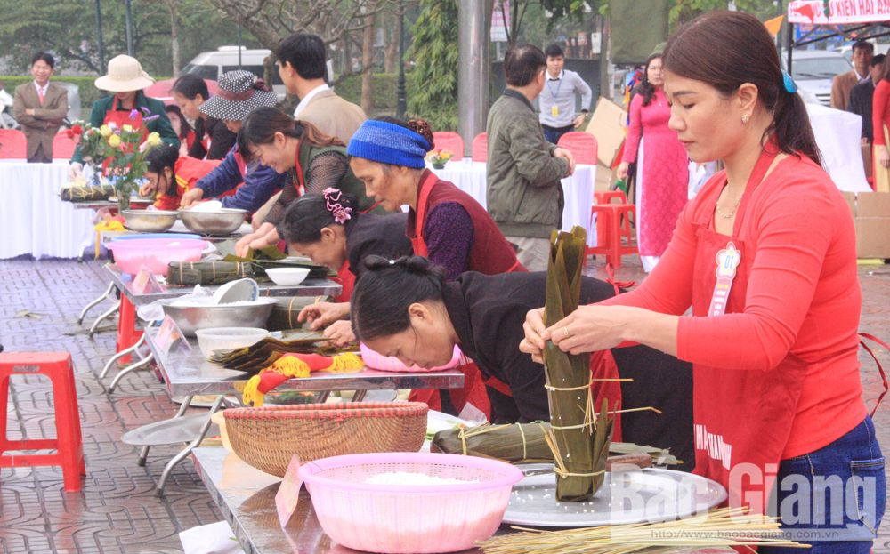 Savory Van Chung cake, Hiep Hoa district, Bac Giang province, rustic dishes,  local specialty, Lunar New Year, distinctive fragrant and flavor, traditional craft