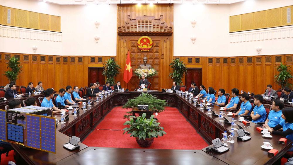 Thủ tướng Nguyễn Xuân Phúc: Chính phủ tạo mọi điều kiện thuận lợi cho hoạt động nghiên cứu, chế tạo vệ tinh của Việt Nam