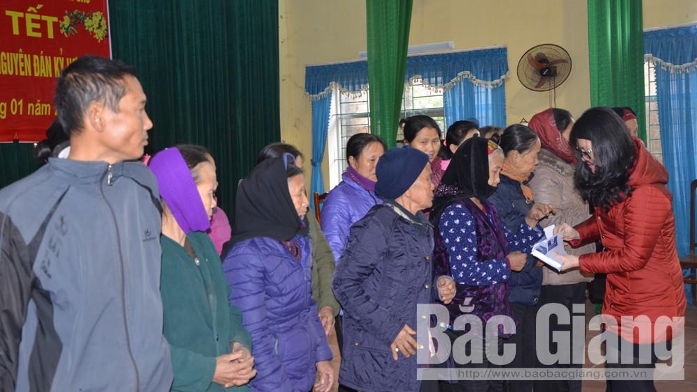 Trao tặng, 80, suất quà Tết,  hộ nghèo, xã Tân Thanh, huyện Lạng Giang