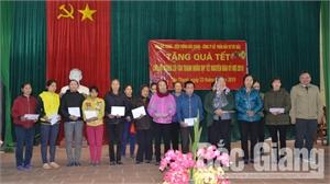 Tặng 80 suất quà Tết cho hộ nghèo xã Tân Thanh