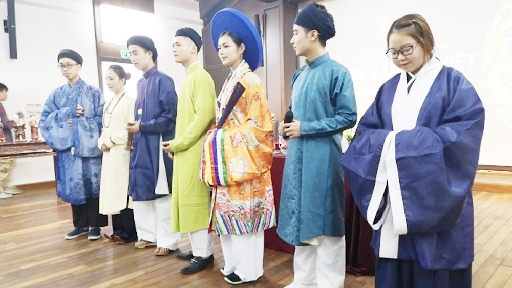 Hoa Van Dai Viet seeks to revive ancient Vietnamese costumes