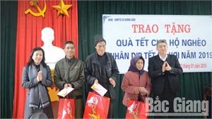Phó Bí thư Thường trực Tỉnh ủy Lê Thị Thu Hồng thăm, tặng quà Tết tại Yên Dũng