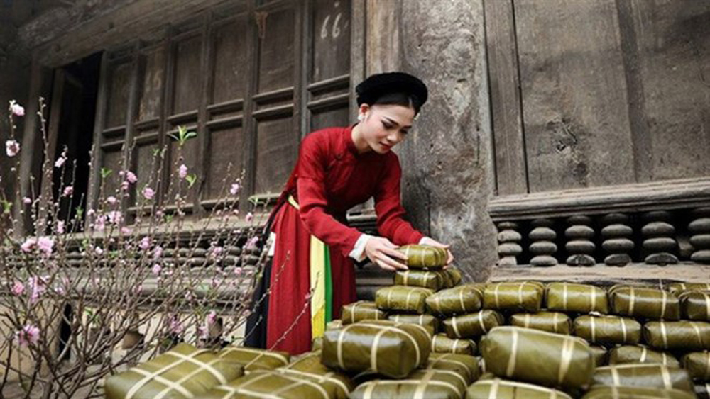 Le Mat village brings traditional Tet to thousands