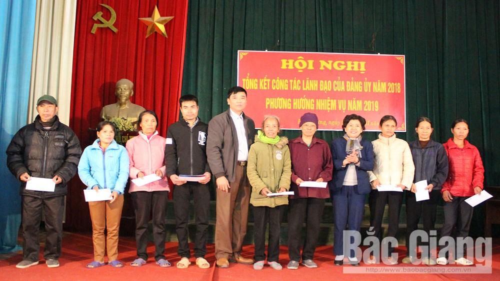 Đoàn ĐBQH tỉnh tặng quà Tết cho hộ nghèo tại huyện Lục Nam