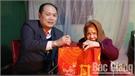 Tặng hơn 200 suất quà Tết cho gia đình chính sách, người nghèo, trẻ mồ côi