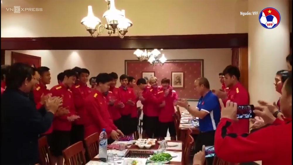 Thầy Park tặng quà mừng Công Phượng trong ngày sinh nhật