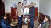 Thăm, tặng quà tết đảng viên lão thành xã Tam Tiến