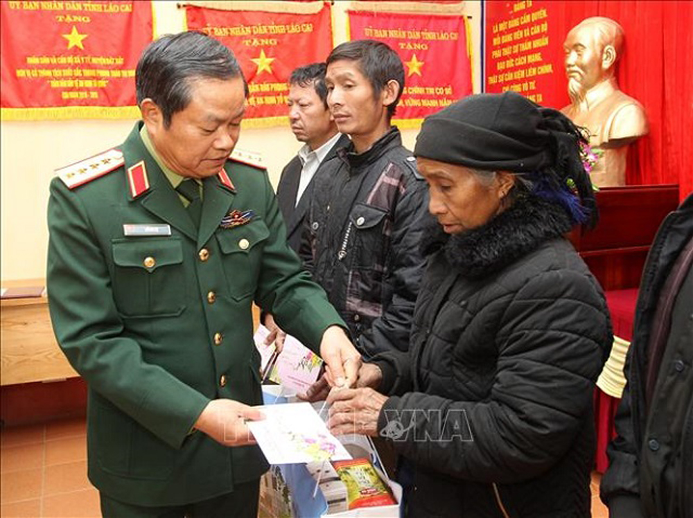 Tet gifts, disadvantaged people, policy beneficiaries,  Lunar New Year festival, Tet wishes,   positive achievements. socio-economic development,  social security