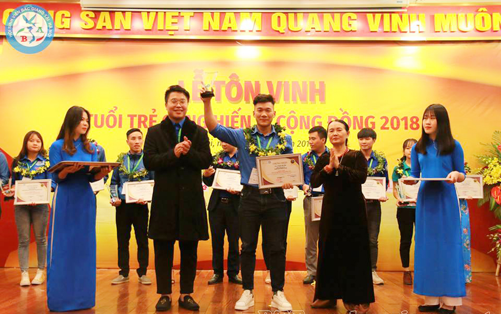 Two Bac Giang students, community devotion, Bac Giang province, Vietnam Volunteer Community, Volunteering Devotion Award for the Community, restless devotion and effort, Bac Giang Student Association, Le Minh Duc, Nguyen Viet Khue