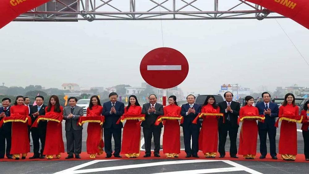 Thủ tướng phát lệnh thông xe tuyến đường bộ nối 2 cao tốc
