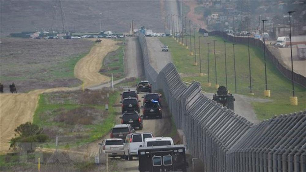 Tổng thống Mỹ, xúc tiến, xây bức tường biên giới, 21 ngày