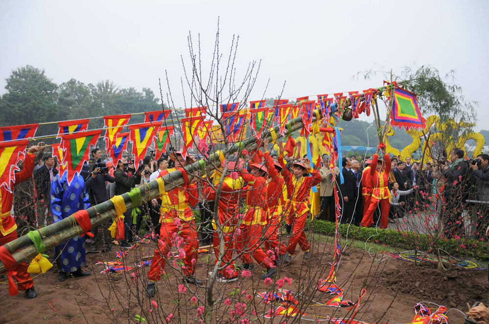 Traditional rituals, New Year, Thang Long citadel, UNESCO world heritage site, reproduced rituals, Kitchen Gods, release of carp