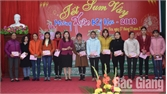Huyện Tân Yên: Tặng nhiều quà Tết, vé xe cho công nhân nghèo