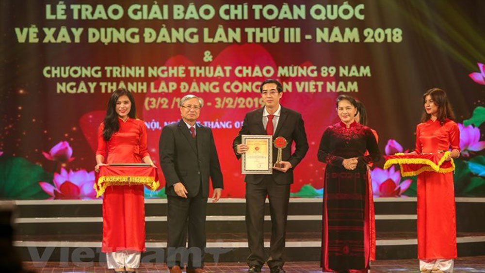 Winners of national press award, Party building, Bua Liem Vang Press Award, grand ceremony, outstanding works, national construction