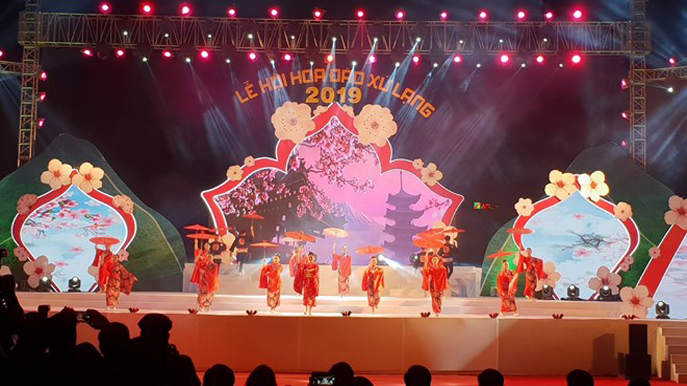 Peach blossom festival, kicks off, Lang Son province, peach trees, wide range of activities, local and foreign art troupes, photo exhibition
