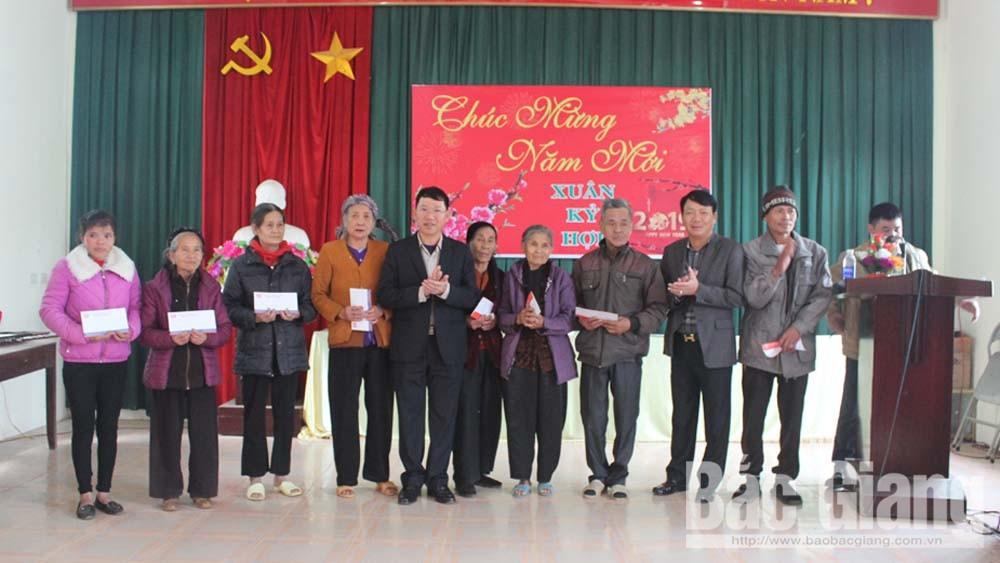 Phó Chủ tịch UBND tỉnh Lê Ánh Dương thăm, tặng quà Tết hộ nghèo huyện Yên Thế