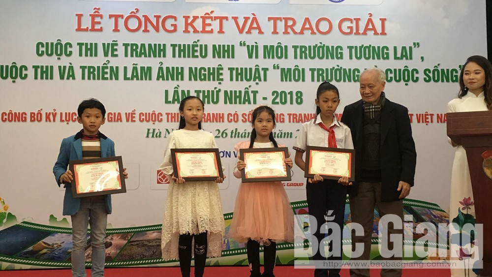 """Hai học sinh Bắc Giang đoạt giải Nhì và Ba cuộc thi vẽ tranh """"Vì môi trường tương lai"""""""