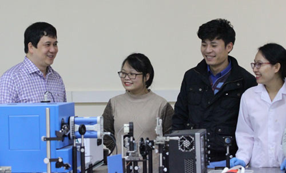 PGS Phạm Thành Huy, vật liệu bán dẫn, bột đèn huỳnh quang