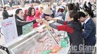 Tập trung kiểm tra đột xuất về an toàn thực phẩm tại các chợ truyền thống