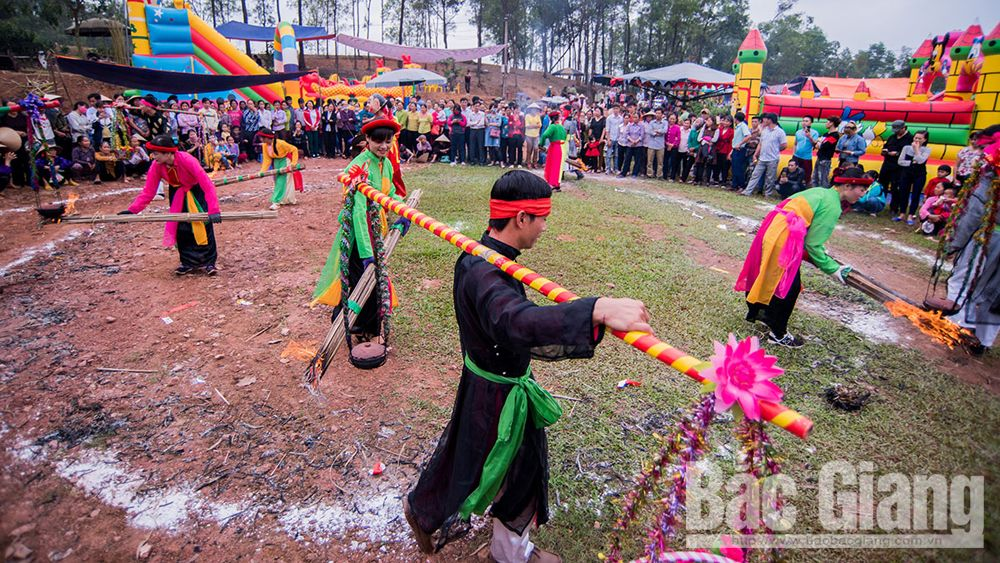 Many cultural  activities, sports activities, Bac Giang province, welcome Lunar New Year, 89th founding anniversary,  vibrant and colorful art programme, love duet singing, folk games, Xuong Giang festival