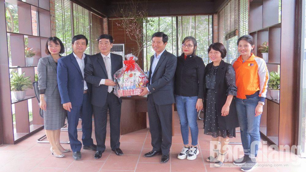 Đồng chí Đỗ Đức Hà thăm, chúc Tết Tổng Công ty May Bắc Giang LGG